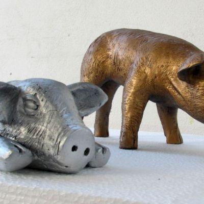 baby pigs sculpture